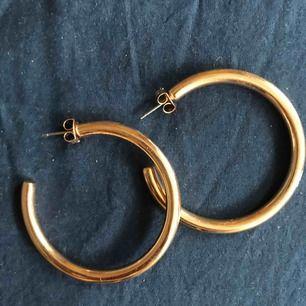 Sååå snygga guldörhängen från guldfynd😫😫 säljer pga kommer inte till användning längre Nypris:119kr