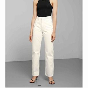 """Säljer mina skitsnygga weekday jeans i modellen """"row"""". Säljer pga lite för stor storlek. De är knappt använda, så de är i nytt skick!🥰 frakt ingår (som ligger på ca 100kr)"""