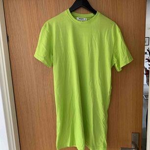 Limegrön t-shirt klänning från Missguided (Tall). Använd 1 gång !!!!