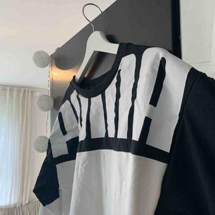 Puma tröja, svart och vit. Frakt tillkommer. Använd 1 gång.