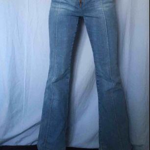 Så snygga vintage bootcut jeans! Passar till allt😍 200kr+ ev frakt om vi inte möts i sthlm💖