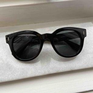 Solglasögon från Ur&Penn. Aldrig använd. Frakten är inkluderad i priset. Betalning med swish.