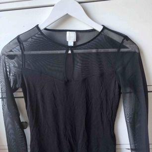 As snygg body från H&M  Köparen står för frakt