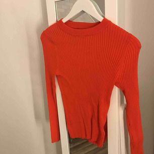 orange ribbad tröja från carlings. storlek S men e super stretshig så passar även M