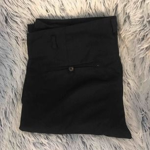 Svarta supersnygga kostymbyxor