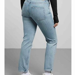 """Ett par as snygga och bekväma jeans från weekday i modellen """"Seattle"""". Köpte för 500 och säljer för 200 då de är i superfint skick, inga svavanker. Säljer för att jag helt enkelt inte använder dem längre. Pris kan diskuteras"""