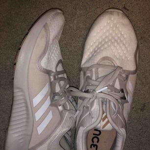 Adidas sneakers som nya