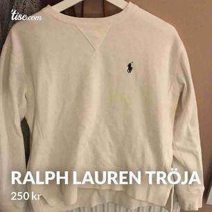 Superfin Ralph Lauren sweatshirt. Köpt här på plick men den har tyvärr inte fått ngn användning. 220kr ink frakt:)