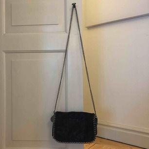 En scorett väska. Säljer pågrund av att jag inte längre använder den