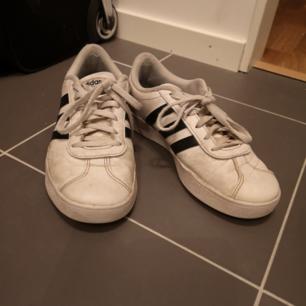Adidas skor  Köparen står för frakten
