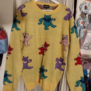 Underbar Rip n Dip tröja, inköpt för 790 kr på Hollywood och bara använd 1 gång, står strl XL men skulle snarare säga att den är M/L.  Tar emot Swish, och kontanter ifall vi möts upp i Stockholm, annars betalar köparen för frakt.