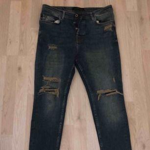 Aldrig använda slitna jeans från Zara