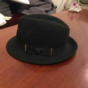 Black pimp hatt. Wool material