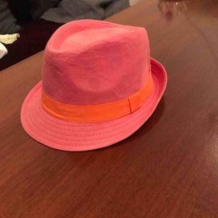 Pimp hatt . Pink!