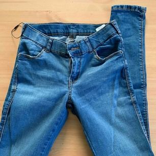 Helt ny oanvänd dr jeans nypris 449 väldigt strechig passar small men passar också medium. färg är skyblue