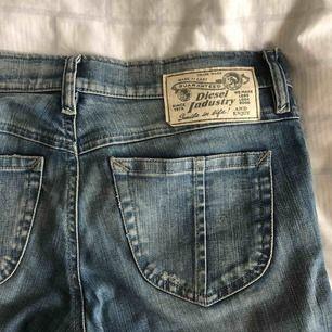 Säljer ett par diesel jeans liten storlek!