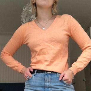 Orangea långärmad tröja superfin men kommer aldrig till användning