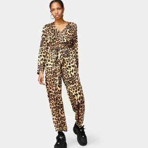 jumpsuit från junkyard, köpt för 500kr, använd en gång