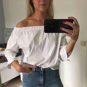 Säljer jättefin tröja/blus från Zara i storlek L (skulle säga mer S-M). Använd få gånger så är iprincip i nyskick! 😀 70kr + frakt