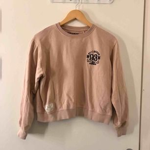 Sweatshirt från Pull&Bear! (Liten i storlek)  Frakten är inkluderad i priset:)