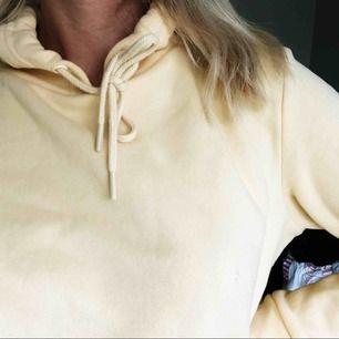 Jättemysig gul hoodie i storlek M (mer som en S) från Primark. Använd ett par fåtal gånger! 40kr + frakt 😀