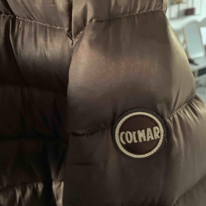 Colmar jacka i nyskick! Säljer denna pga att den inte kommer till användning. Jättefin och i bra skick. Funkar nu på hösten och även på vintern. Pris kan diskuteras vid en snabb affär kan mötas i Sthlm:). Jackor.