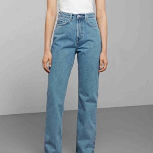 Weekday row jeans. Skitfina men köpte fel storlek :-( fint skick