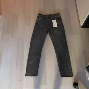 Oouuuf vad dessa byxor e snygga😍😍😍 säljer de för att de tyvärr inte passar mig. Köpta för 349kr och de säljs för 150kr😍😍 storlek 36❤️