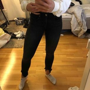 Ett par svart/grå jeans från zara