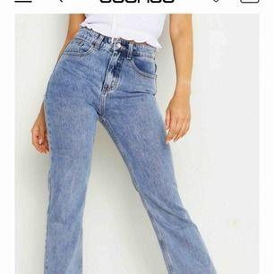 Wow på dessa jeansen! Säljer pga passade inte över rumpan och för dyr retur på boohoo! Aldrig använda. Bud från 150kr. Köparen står för frakt