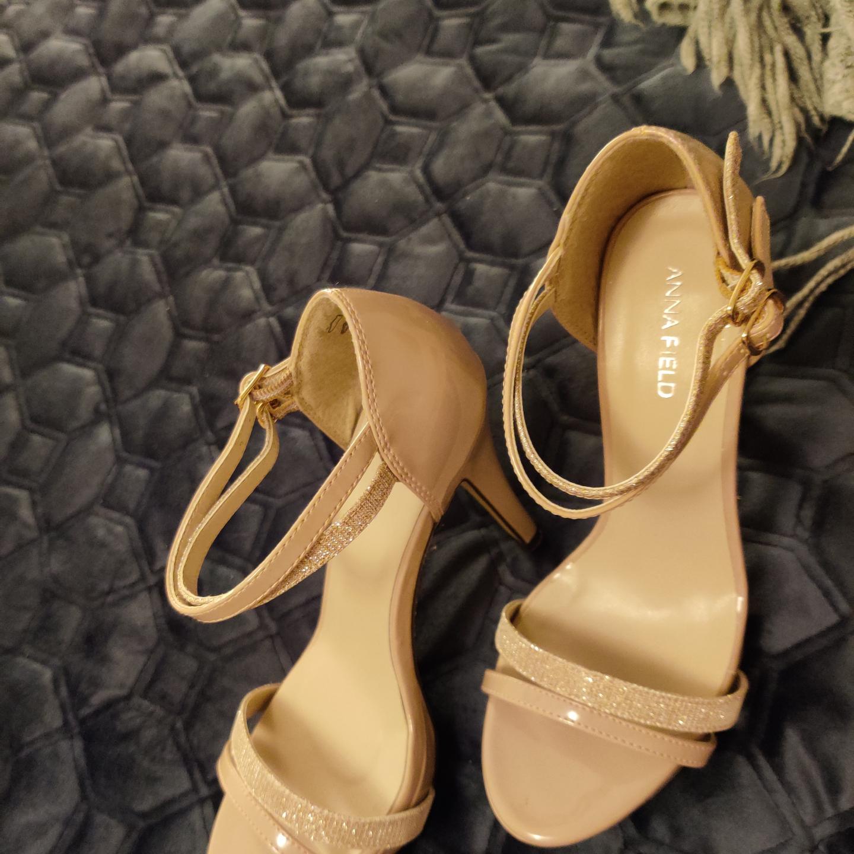 Helt nya Anna field skor, STL 37, frakt går på 30. Skor.