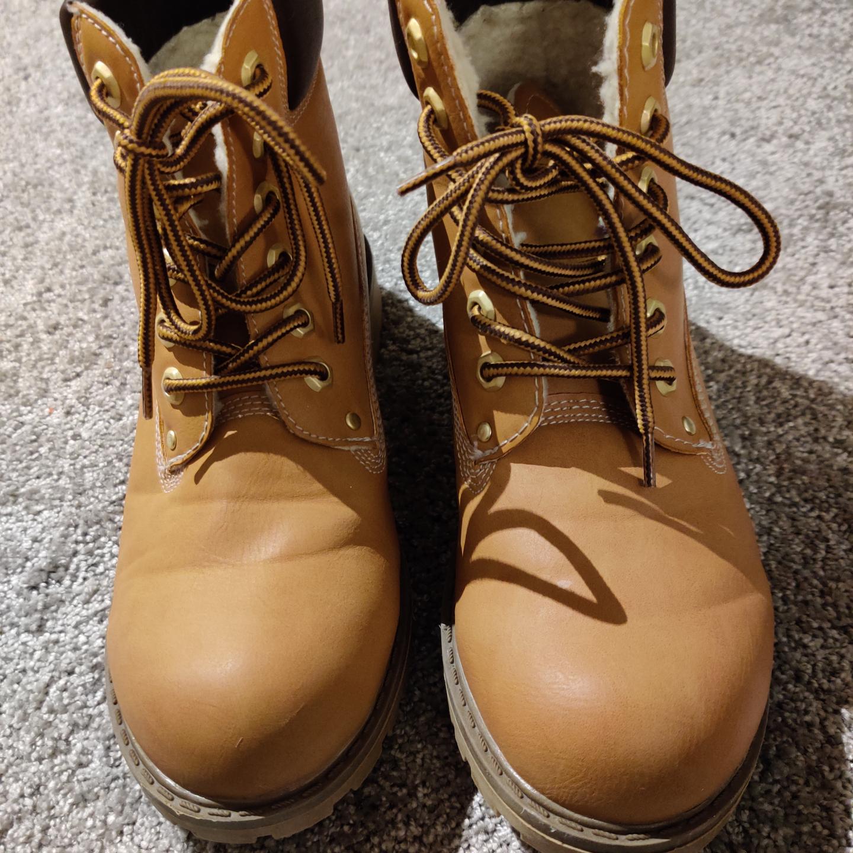 Kängor från duffy, STL 38, använd ca 3 gånger, säljes pga för stora för mig, frakt 30. Skor.