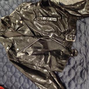 Fin fake skin jacka, lite tunnare i modellen från elli white, STL S, frakt 50