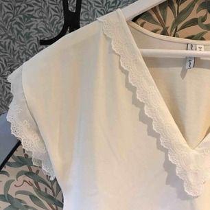 Vid klänning från & other stories, storlek 34 men passar 36 också.   Använd en gång!  150kr inklusive frakt.