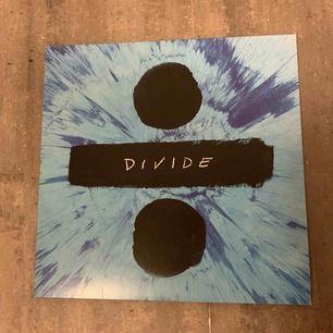 Ed Sheeran Divide vinyl, 2 skivor. Bara spelad en eller två gånger. Mycket gott skick. Möts upp i Stockholm.