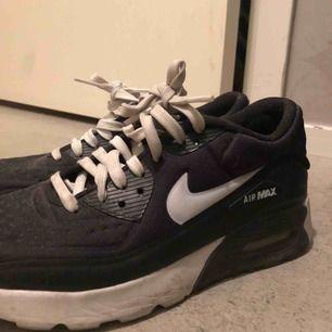 Nike airmax. Använda några gånger. Nypris 1200kr.