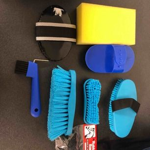 Helt ny ryktväska med borstar m.m.!!! Aldrig använd, frakt ingår ej!💞💞