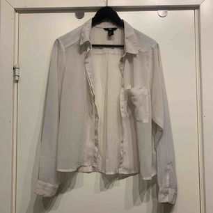 •transparent skjorta •kort modell •fint skick •knäppning