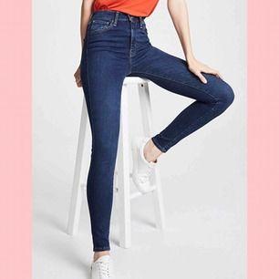Levi's Mile High Super Skinny. Stretchiga jeans i mycket fint skick. Använda några enstaka gånger. På mig är de lite för långa (är 1.68 lång).
