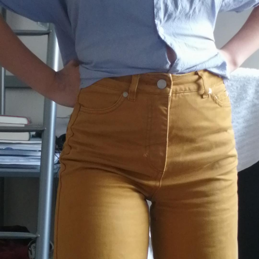 Egenmålade jeans med mumin och snusmumriken! Byxorna är från weekday i modellen Veer Occra. Skickar gärna fler bilder.💫💫. Jeans & Byxor.