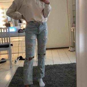 Säljer dessa as snygga jeans från hm, köpta för 500 använda max 2ggr