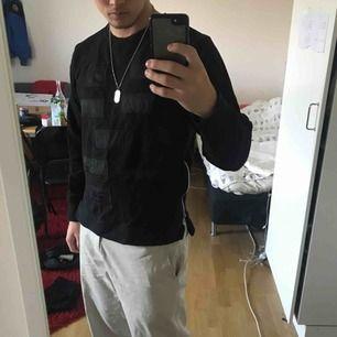 Snygg svart sweatshirt från Things To Appreciate köpt från Snitz för 600kr, knappt använd, nyskick