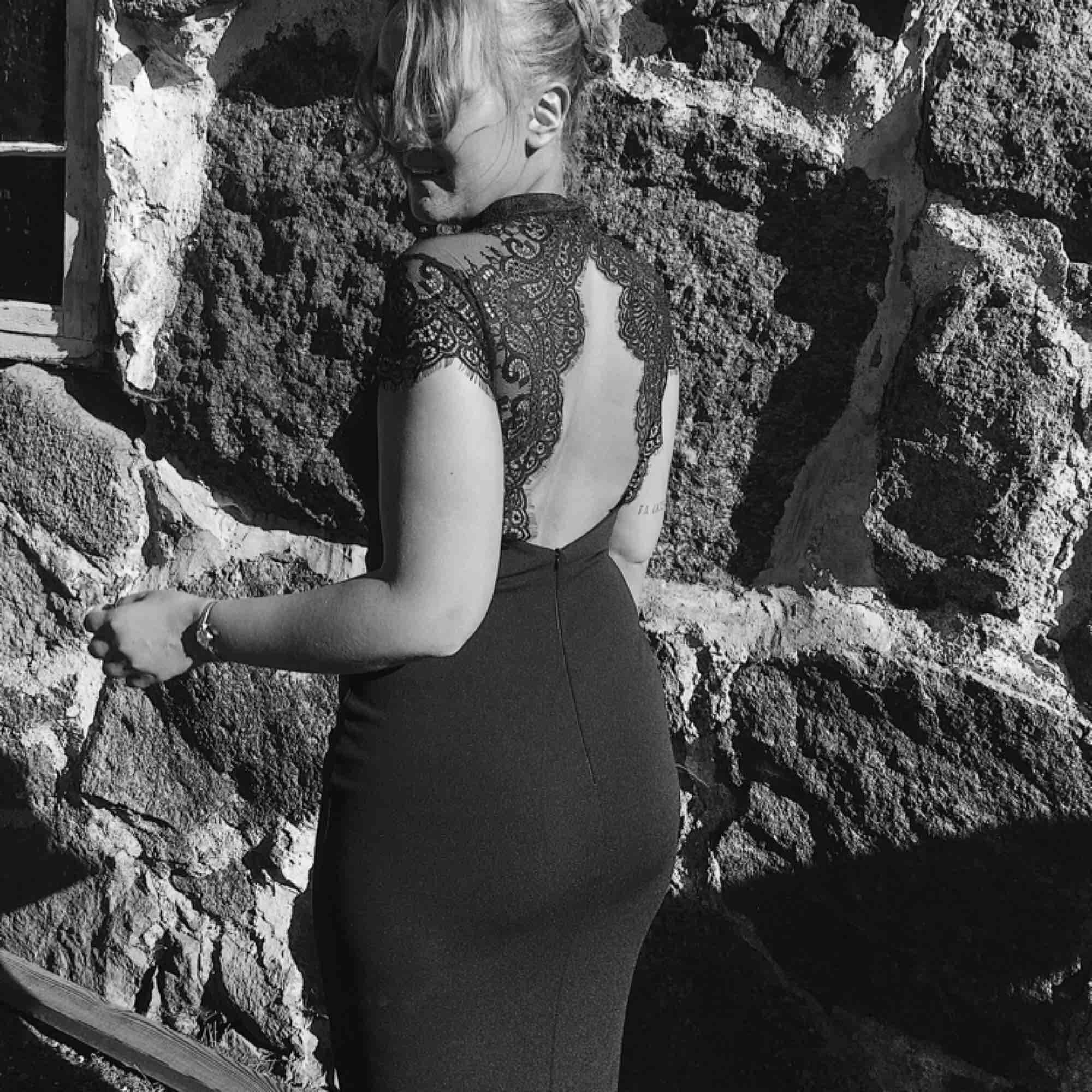 Min såååå fina balklänning säljs nu:( men någon annan får förhoppningsvis bättre användning till den! Vill ni ha fler bilder kan jag skicka de! Frakt tillkommer! . Klänningar.