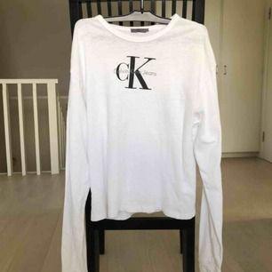 Calvin klein-tröja i storlek S. Frakt 45 kr!
