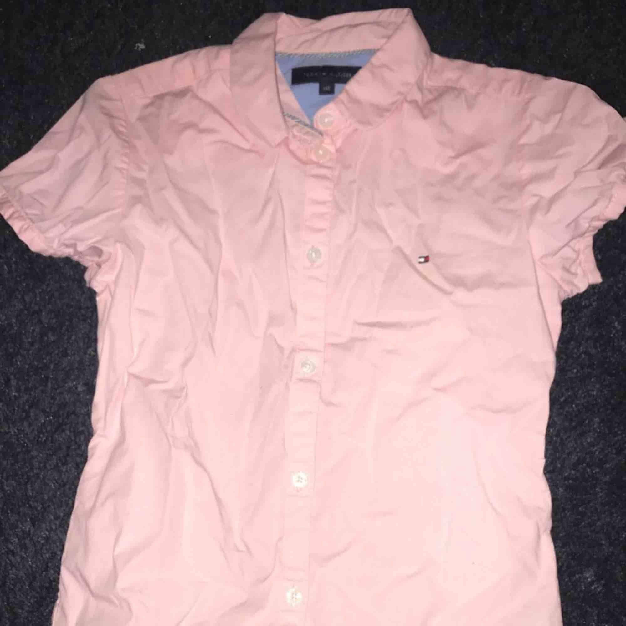Tommy Hilfiger skjorta i strl 140 . Skjortor.