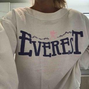 Sweatshirt från Everest.
