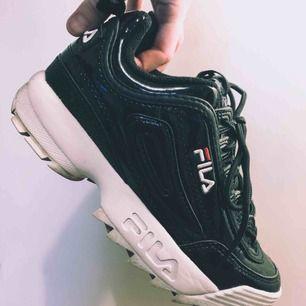 Fila sneakers använda två gånger, är tyvärr lite för stora för mig. Så roligare om någon annan har användning för dom!   Finns i högerstensåsen. ☘️