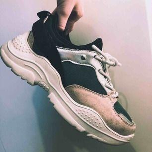 Chunky sneakers från Din sko. Använda ca 3 gånger. Väldigt fint skick 🌞