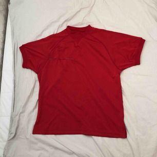 Fake prada tröja i gott skick från humana