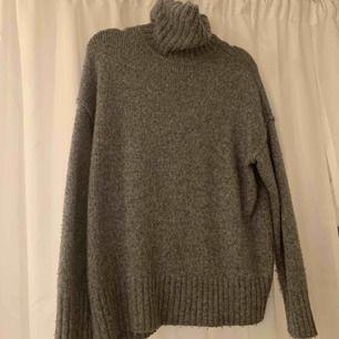 stickad oversize tröja, perfekt nu till hösten!